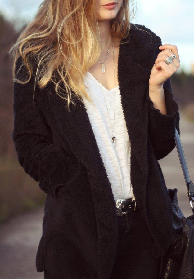soft cardigan minimal look street style